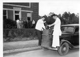 1939: Deodorizing of skunks 1